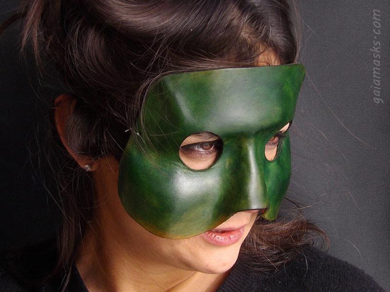 maschere di commedia dell'arte leggere: brighella