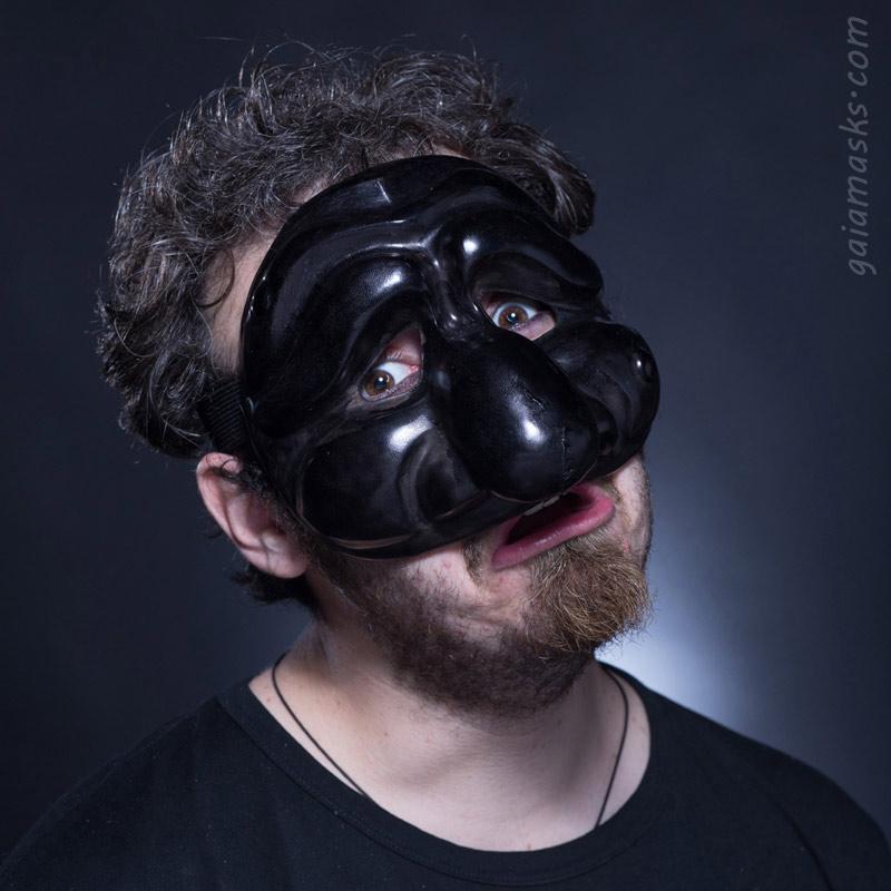maschera in cuoio  Triste Pulcinella