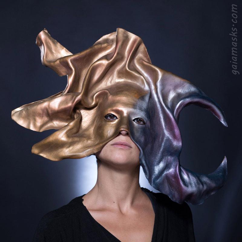 maschera in cuoio sole luna metallizzato