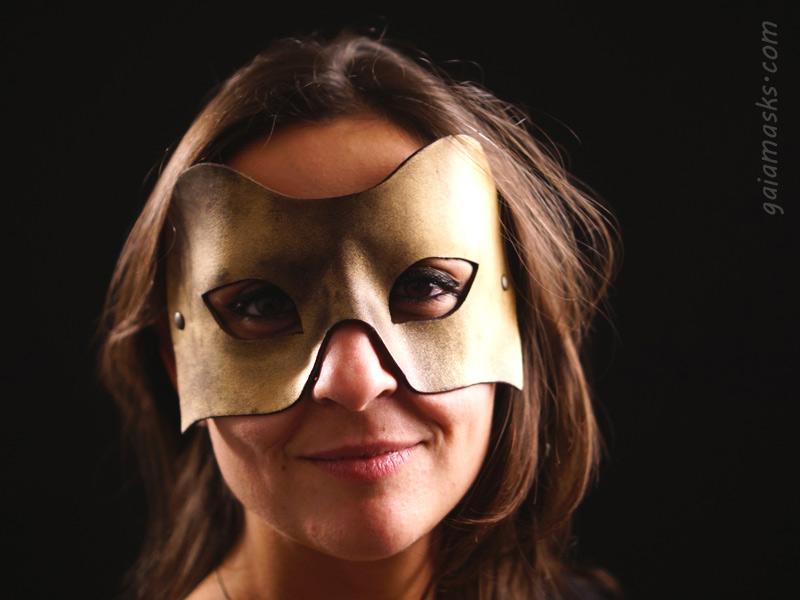 Combattente maschera oro in cuoio