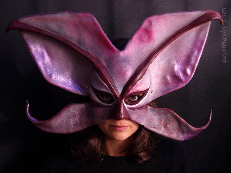 maschere decorative in cuoio: farfalla