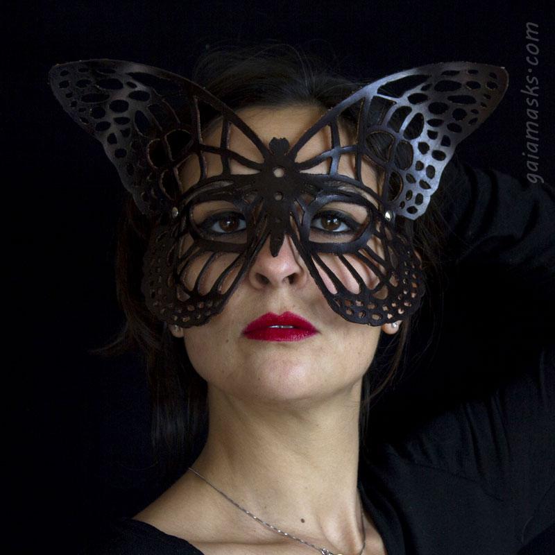 Farfalla maschera traforata nera in cuoio
