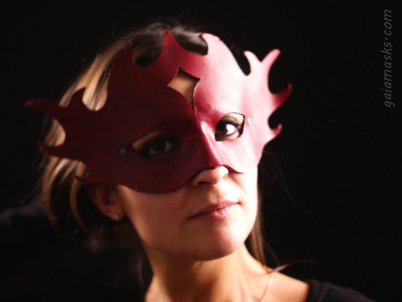 Infernale maschera in cuoio