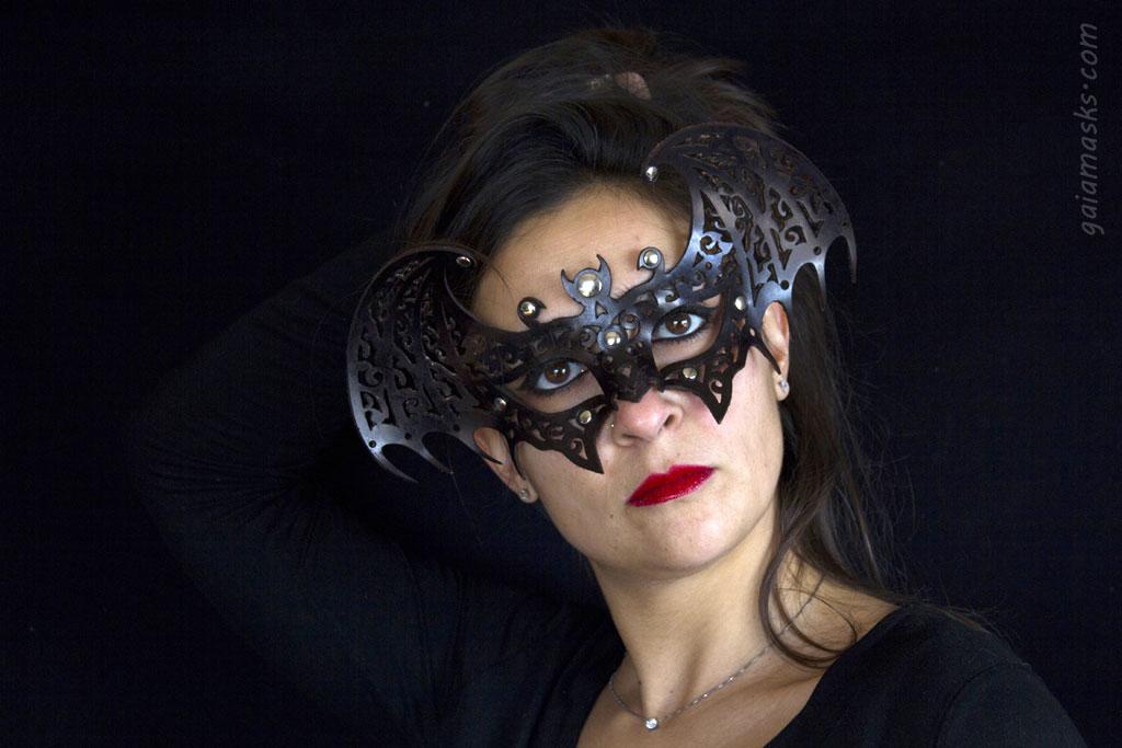 Pipistrello Maschera Traforata in cuoio
