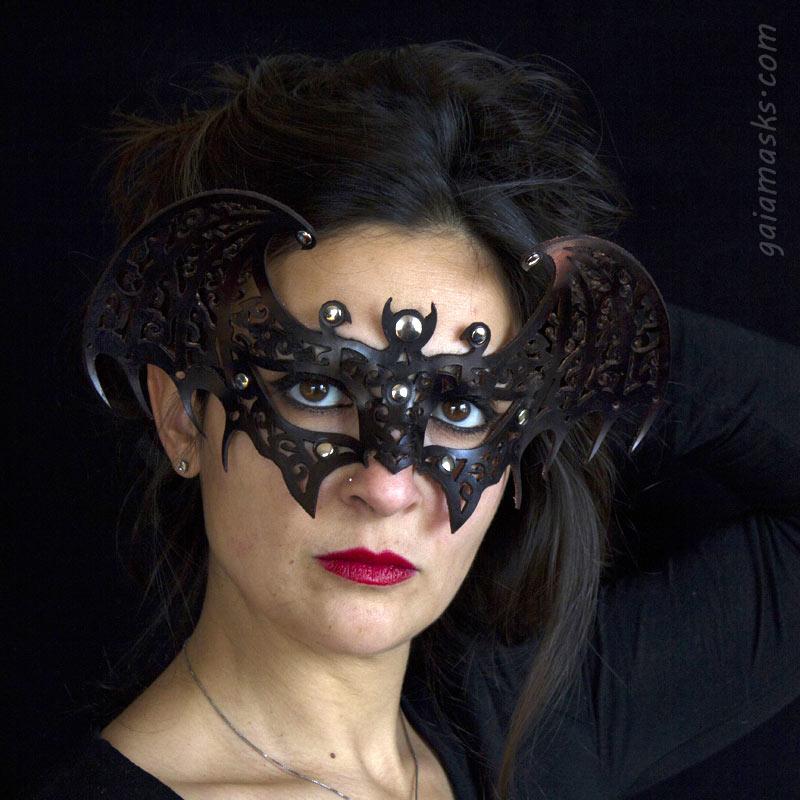 Pipistrello maschera nera traforata