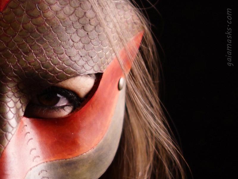 dettaglio pirografato delle scaglie Serpente