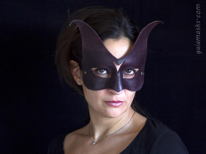Acuta maschera in cuoio