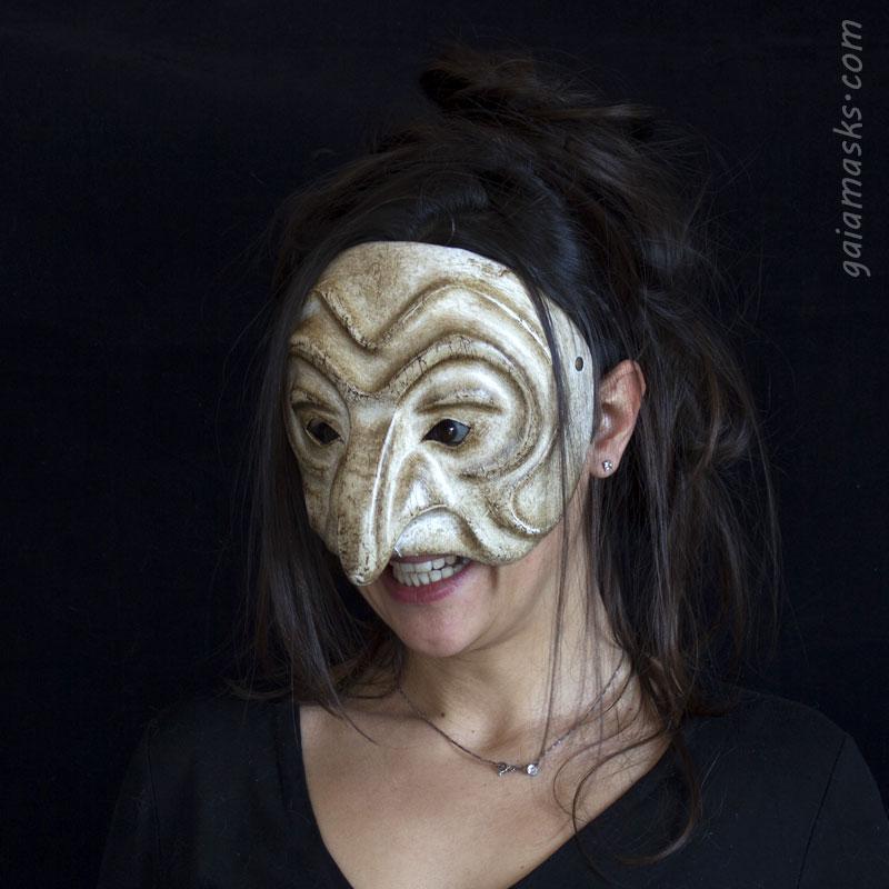 maschera in cuoio Strega Magara bianca