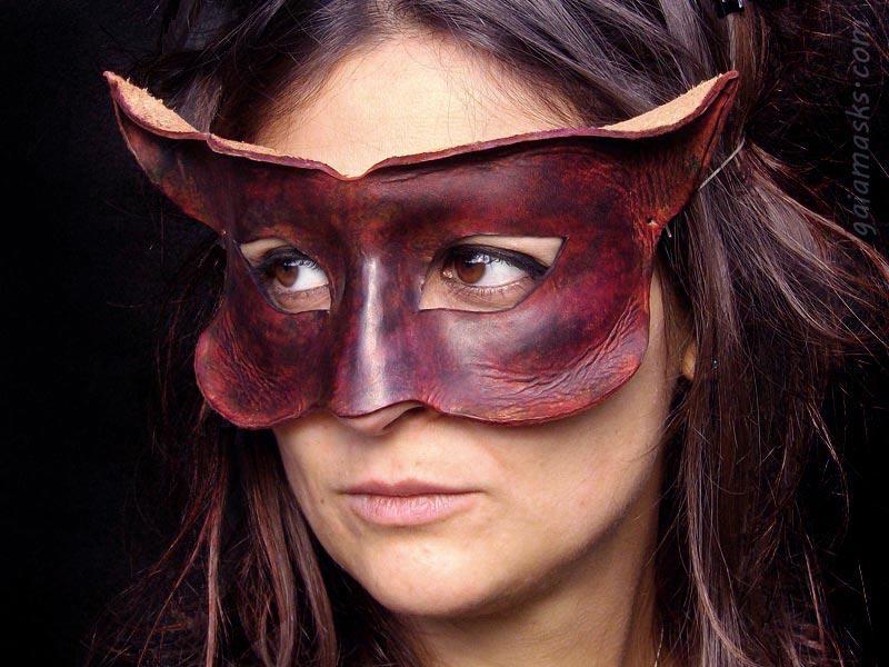 mostriciattolo maschera in cuoio