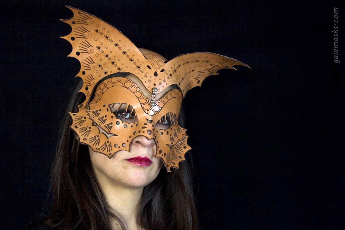Pesce maschera e copricapo in cuoio lasercutted