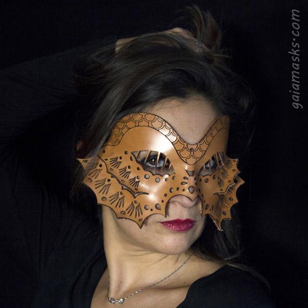 Pesce maschera in cuoio naturale