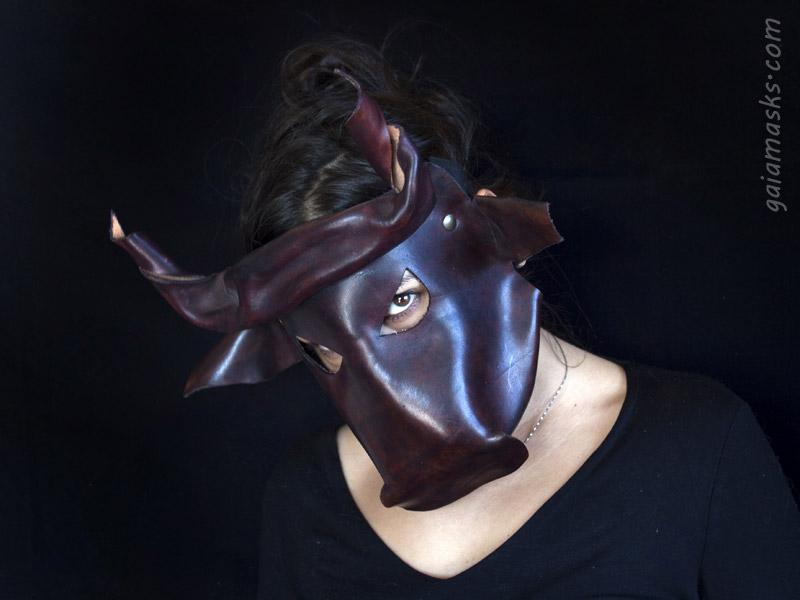 maschera di Toro in cuoio