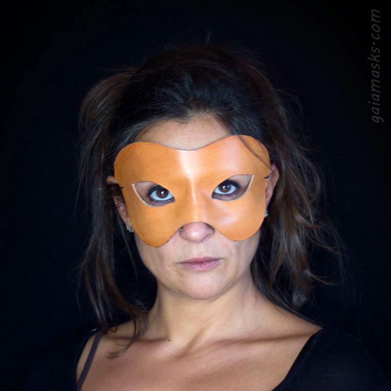 maschere di commedia dell'arte leggere: neutra affusolata