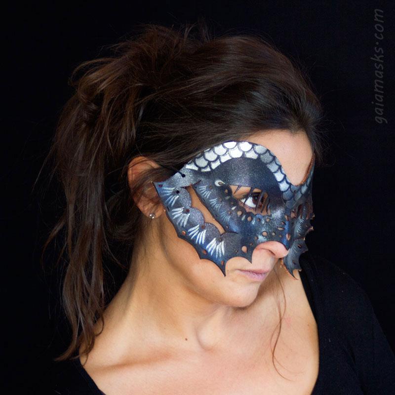 Pesce blu maschera tagliata con laser